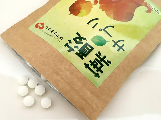 ママナチュレ葉酸サプリ。中の錠剤はこんな感じ